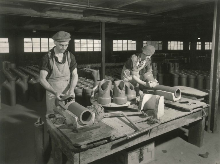 1890 Naylor started producing clay pipes at Denby Dale